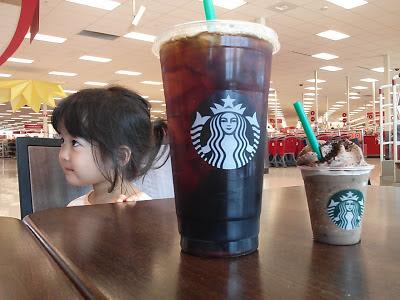 スタバのVentiコーヒーと試食サンプル