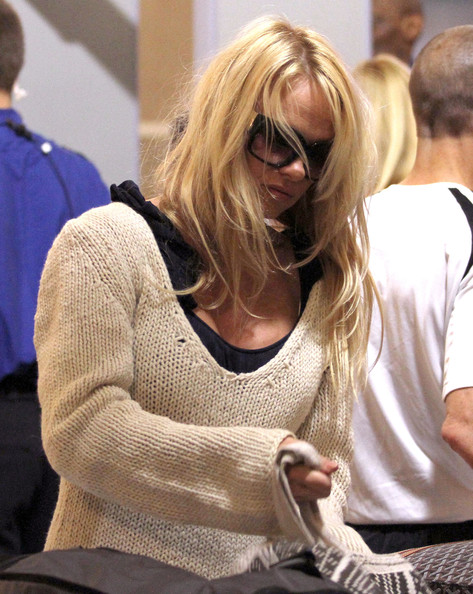 Pamela%252BAnderson%252BPamela%252BAnderson%252BJon%252BRose%252BArriving%252BDmdOEPmw SXl Pamela Anderson and Jon Rose Arriving for A Flight at LAX [April 28, 201]