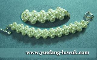Simple_White_Swarovski_Pearl_Bracelet_2_closeup