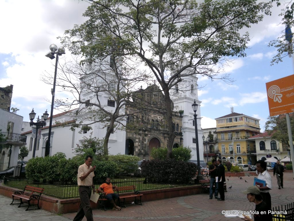 plaza independencia catedral casco viejo