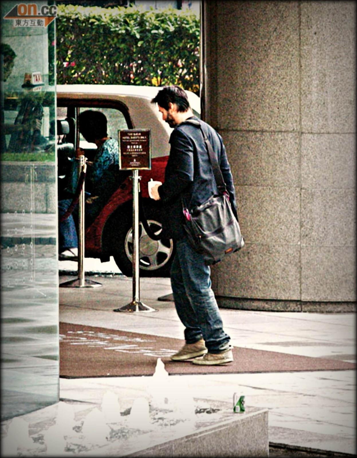 http://1.bp.blogspot.com/-MiAS-RzjbIQ/Tsi6uokKaXI/AAAAAAAAAhQ/_8TmN_tgiqo/s1600/keanu+20-11-2011+Hongkon+China1120-00470-010b4%2528PRM%2529.jpg