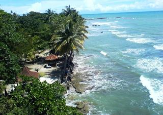 Tempat Wisata Pantai karang Bolong yang Mempesonakan dan Memanjakan Mata