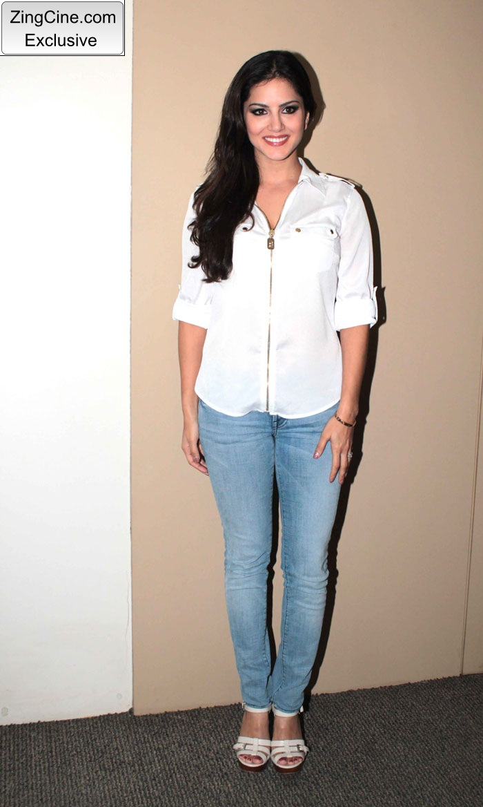 Sunny Leone Meets Saregama Contestants Photo Stills | Indian ...