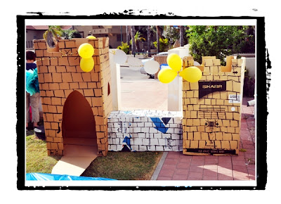 cardboard castle - princes-princesses party