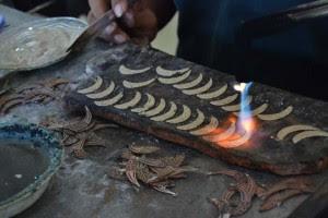 Mengintip Proses Pembuatan Perak Bakar Kotagede