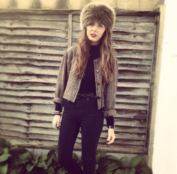 FASHION_BLOGGER_WEARING_RUBY_AND_ED_FUR_HAT_IN_BLOG_POST