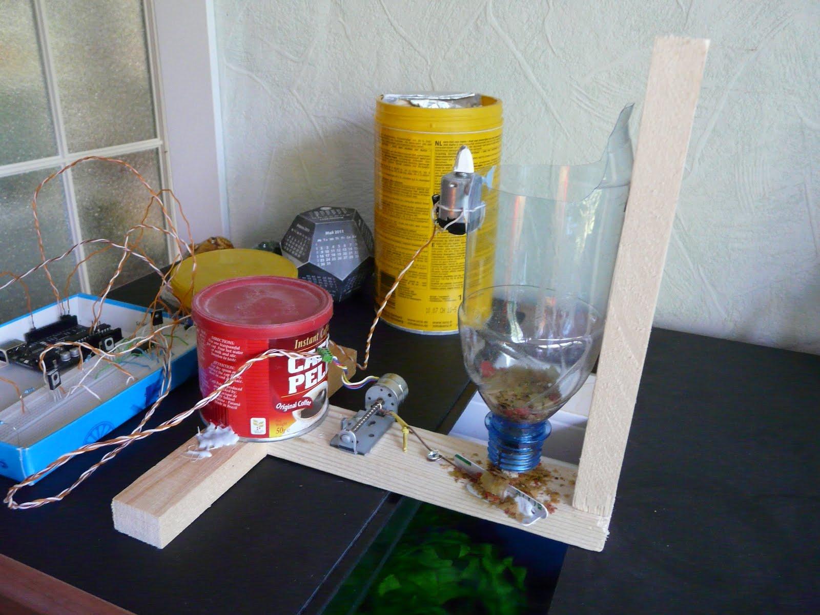 Кормушка для рыбок в аквариуме своими руками фото 578