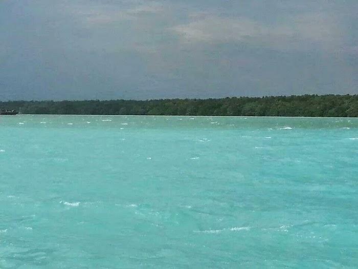 Gambar Fenomena Air Biru Di Sungai Muar, Johor