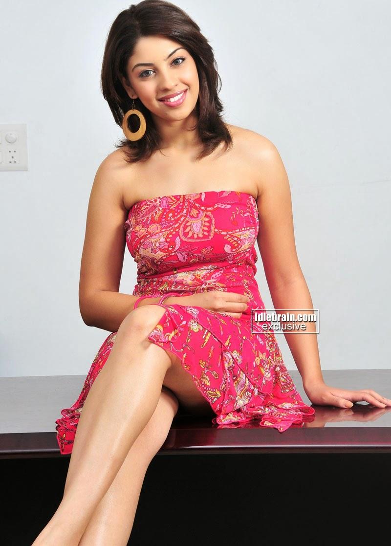 Richa Gangopadhyay crossed legs