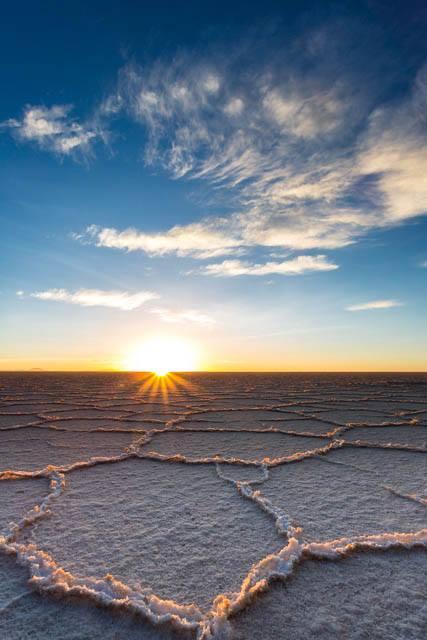 Sonnenaufgang über dem Salar de Uyuni, Bolivien