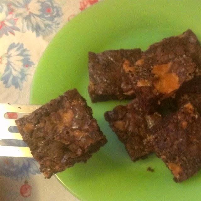 http://eevanad.blogspot.com/2014/08/butterfinger-brownies.html