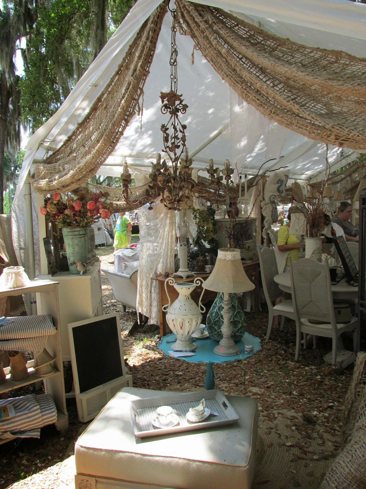 Flea markets displays on pinterest flea markets for Decor vendors