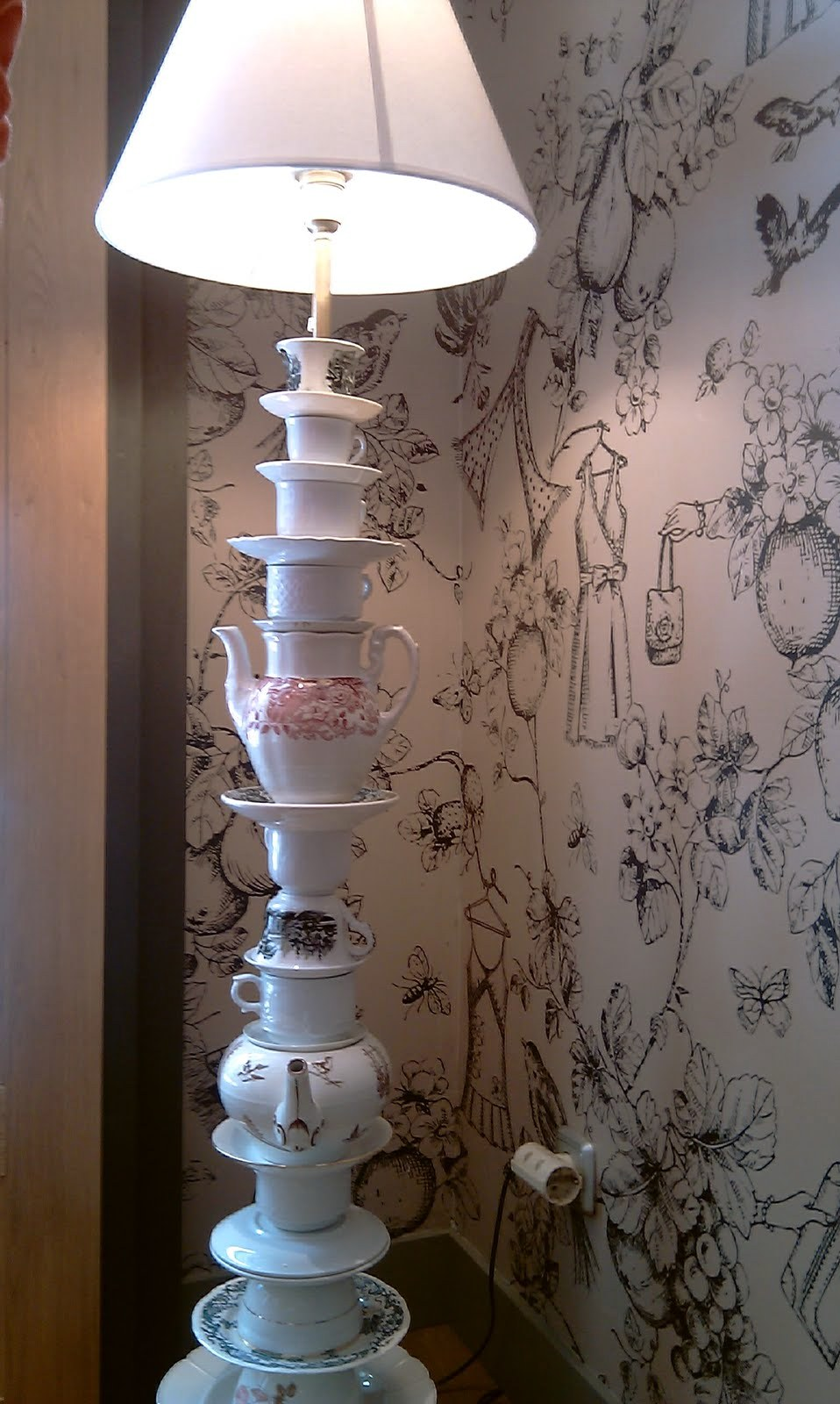 L mparas hechas con vajillas teteras tazas y platos parte 1 curiosas ideas - Ideas para lamparas ...