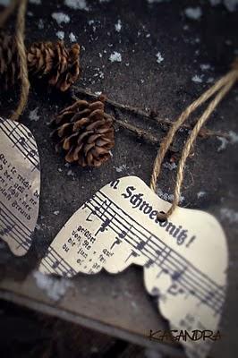 Alas de papel reciclado para navidad en Recicla Inventa