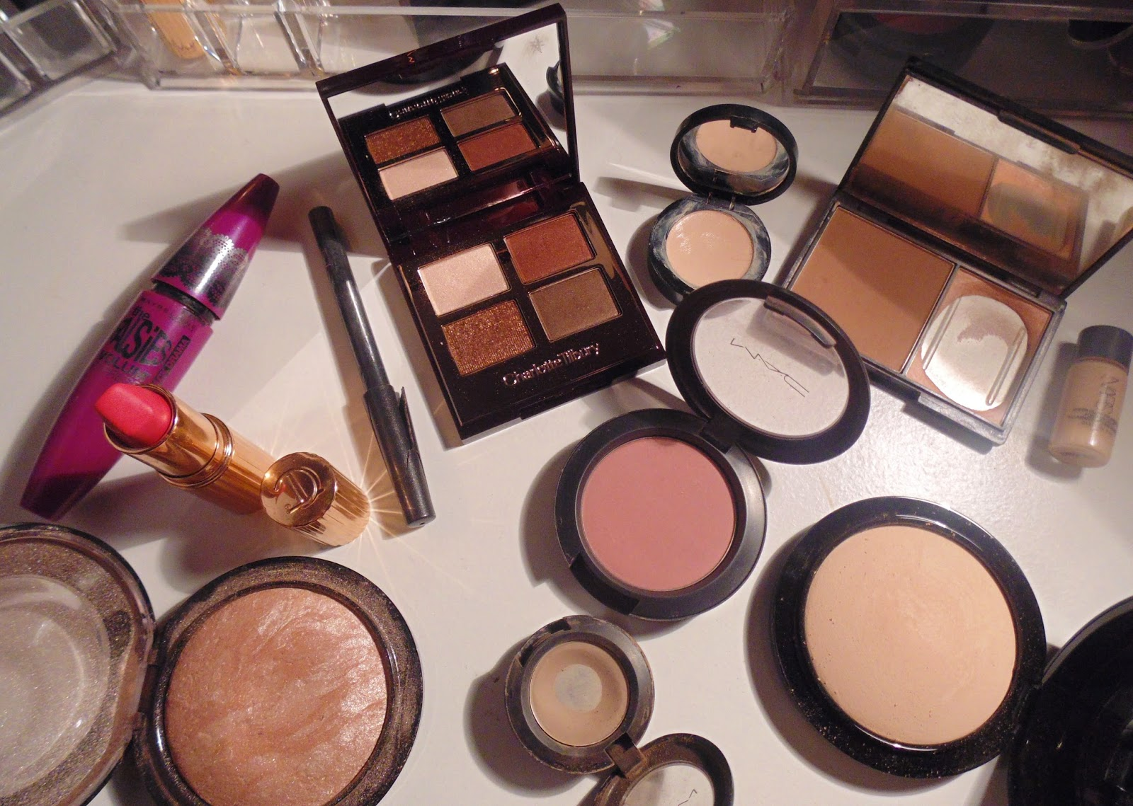 What's on my face make up look Charlotte Tilbury mac