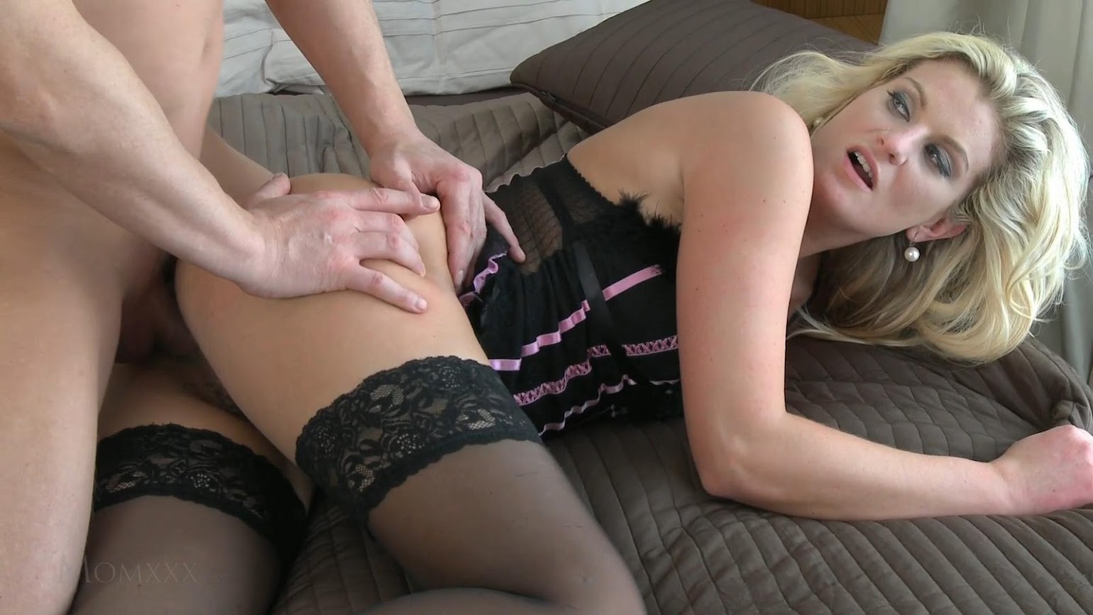 Jessi needs a fuck and takes an alternative 6