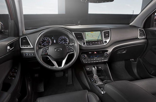 Interior view of 2016 Hyundai Tucson