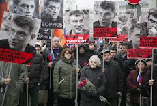 RUSIA: Miles de personas marchan en Moscú en memoria de Nemtsov
