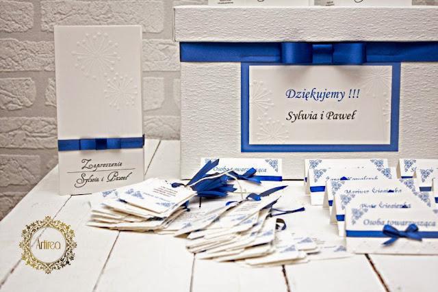 kobaltowe pudełko na koperty