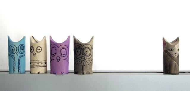mochos desenhados em rolos de papel