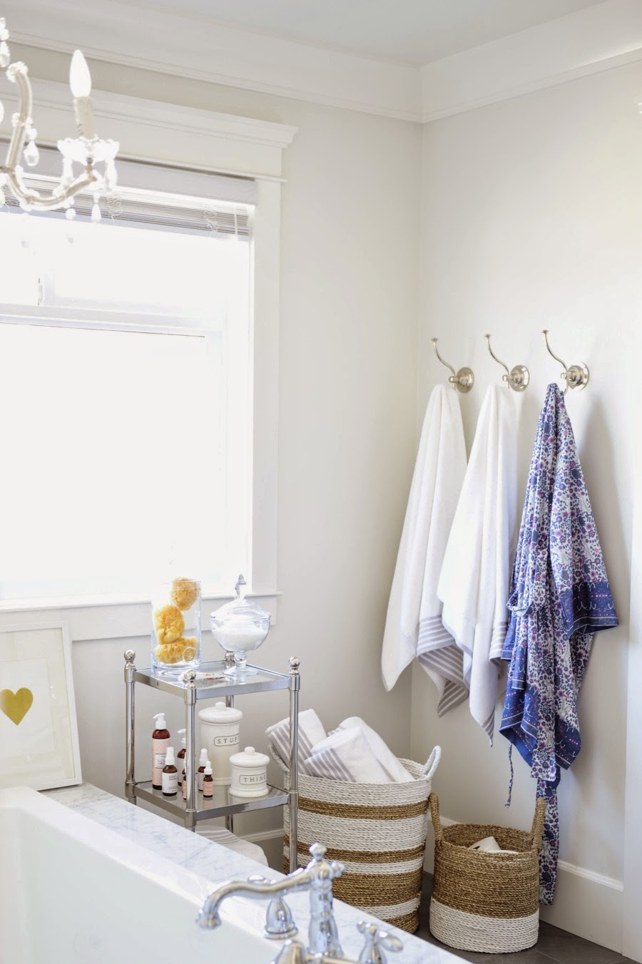 wystrój wnętrz, wnętrza, urządzanie mieszkania, dom, home decor, dekoracje, aranżacje, białe wnętrza, łazienka glamour