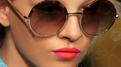 Bibir Jadi Seksi Dengan Lipstik Dua Warna