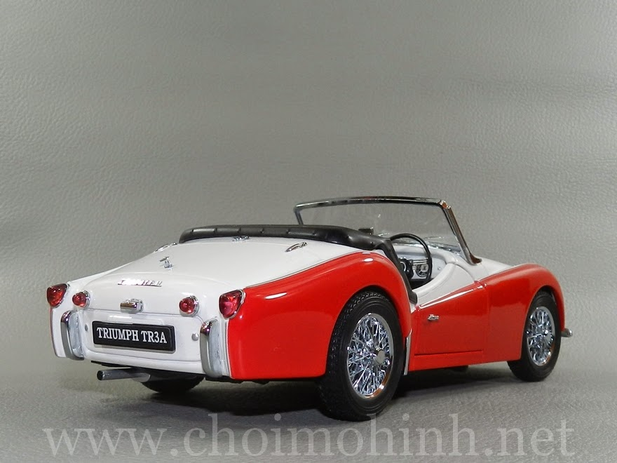 Triumph TR3A 1957 1:18 Kyosho back