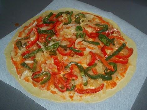 Elaboración de una pizza casera