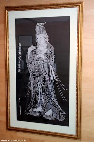 Dibujo budista bordado en plata