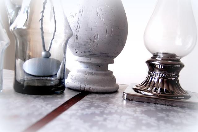 srebrny świecznik biały