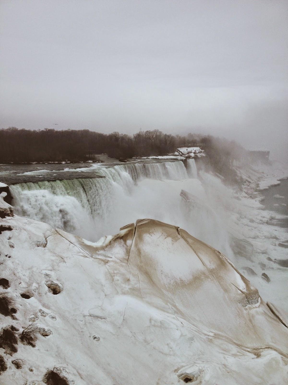 Niagra Falls waterfall covered in ice
