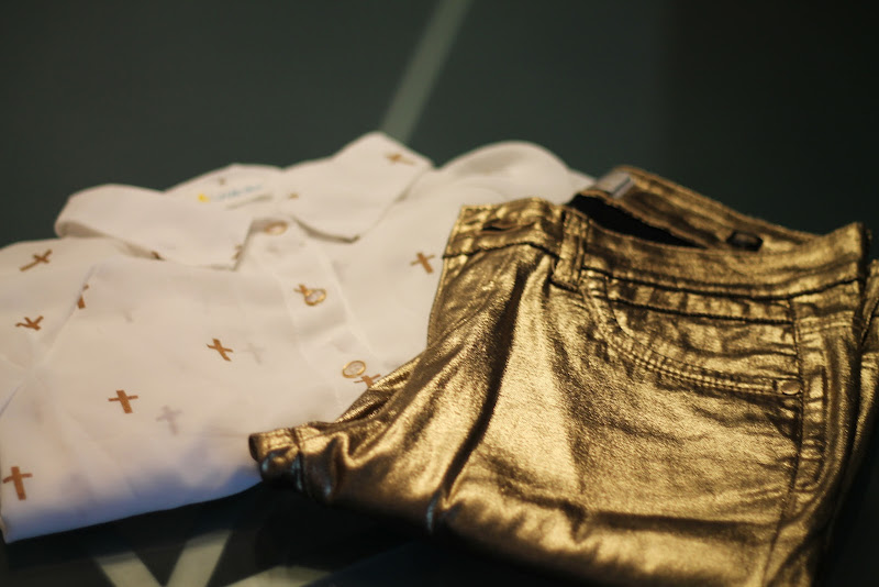 fashion set with gold trend 2012