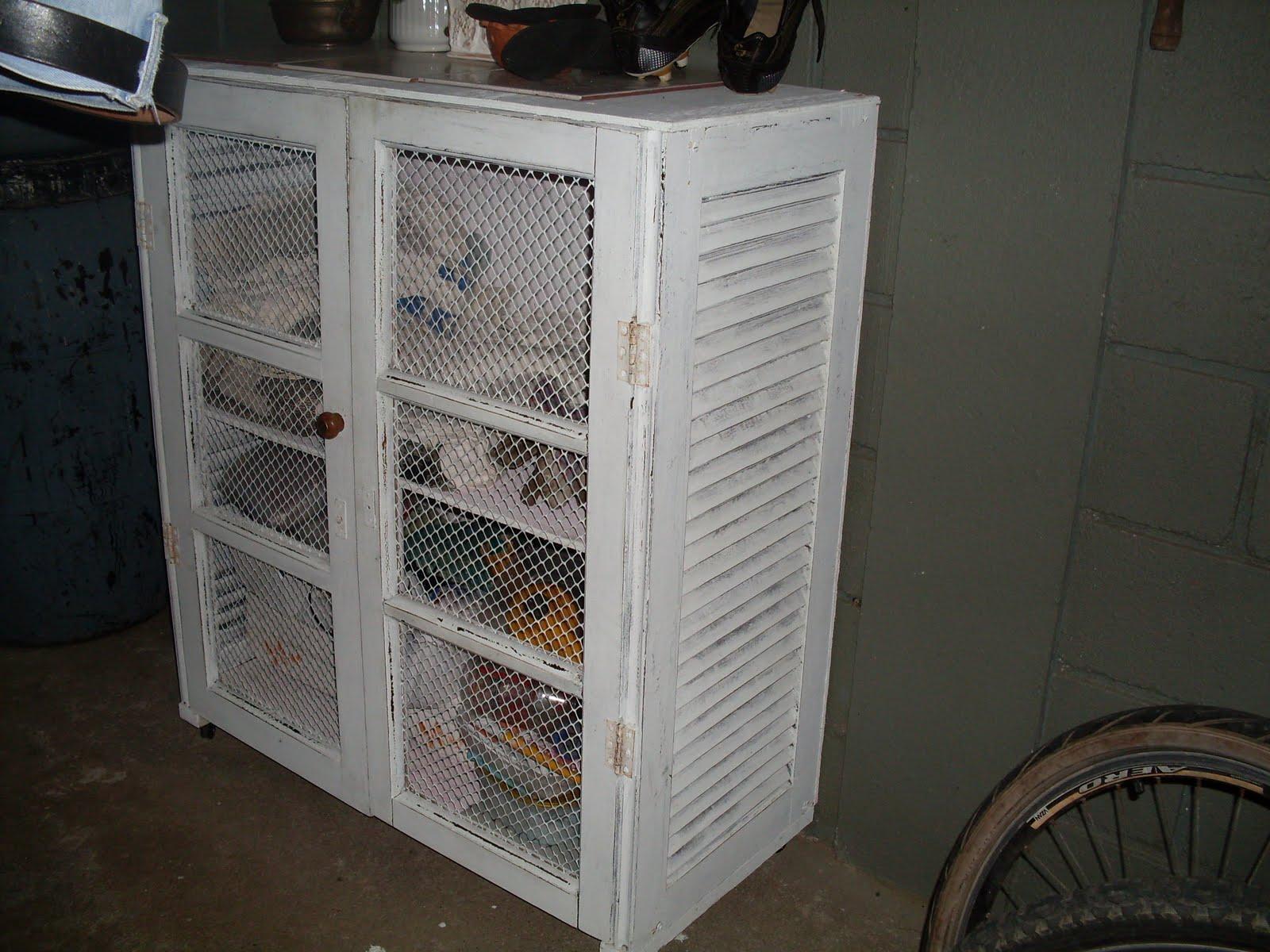 #5C4C42 só o armarinho lindo q o maridão fez reciclando janelas velhas 1586 Vidros Janelas Vila Velha