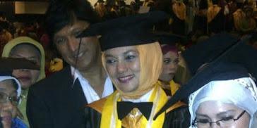Wisuda MBA Marissa Haque Ikang Fawzi dari FEB UGM, 2011