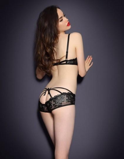 Sarah Stephens sexy ịn  bikini