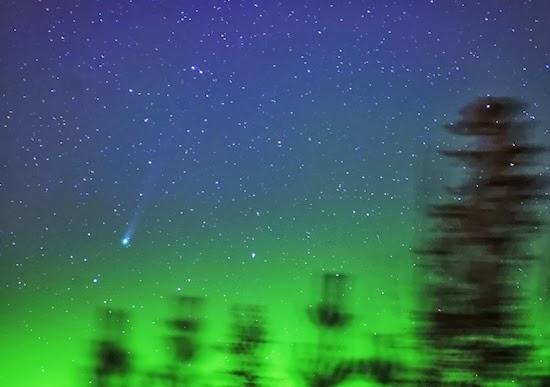 FOTO: Komet Lovejoy dan Aurora