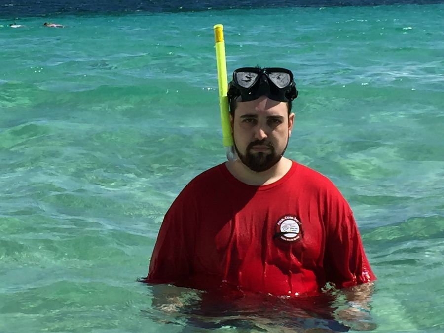 Americano registra suas fotos de férias com cara de tristeza