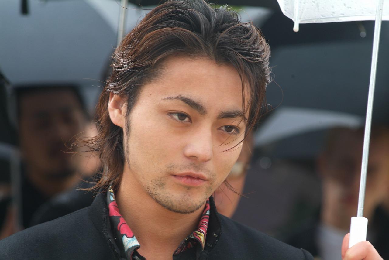 http://1.bp.blogspot.com/-MmO9dGycGBc/TYK_ekRmf8I/AAAAAAAAANU/lW0VQi2OaKw/s1600/serizawa.jpg