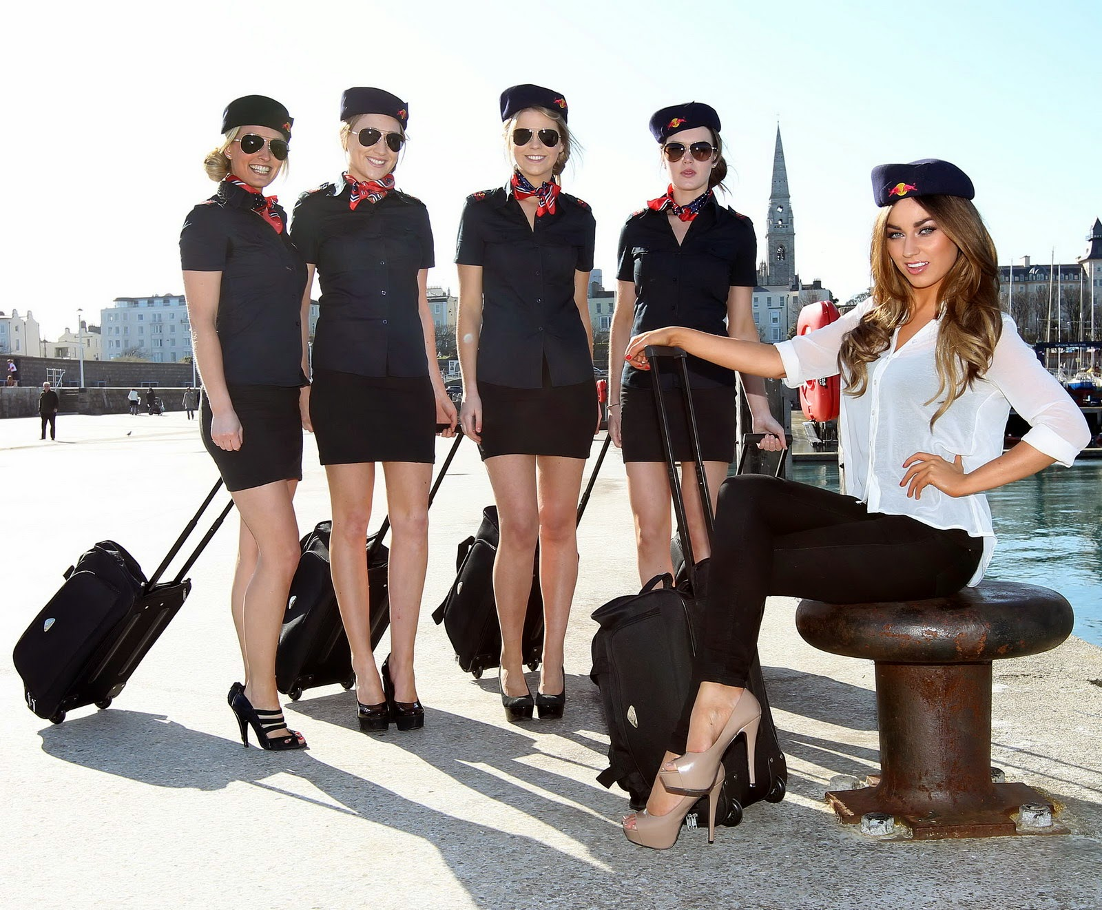 http://1.bp.blogspot.com/-MmRZoJY8nU0/To7PUPUlPpI/AAAAAAAAGxs/TAmdN96EaV4/s1600/Red+bull+flugtag+stewardess+costume+_10.jpg
