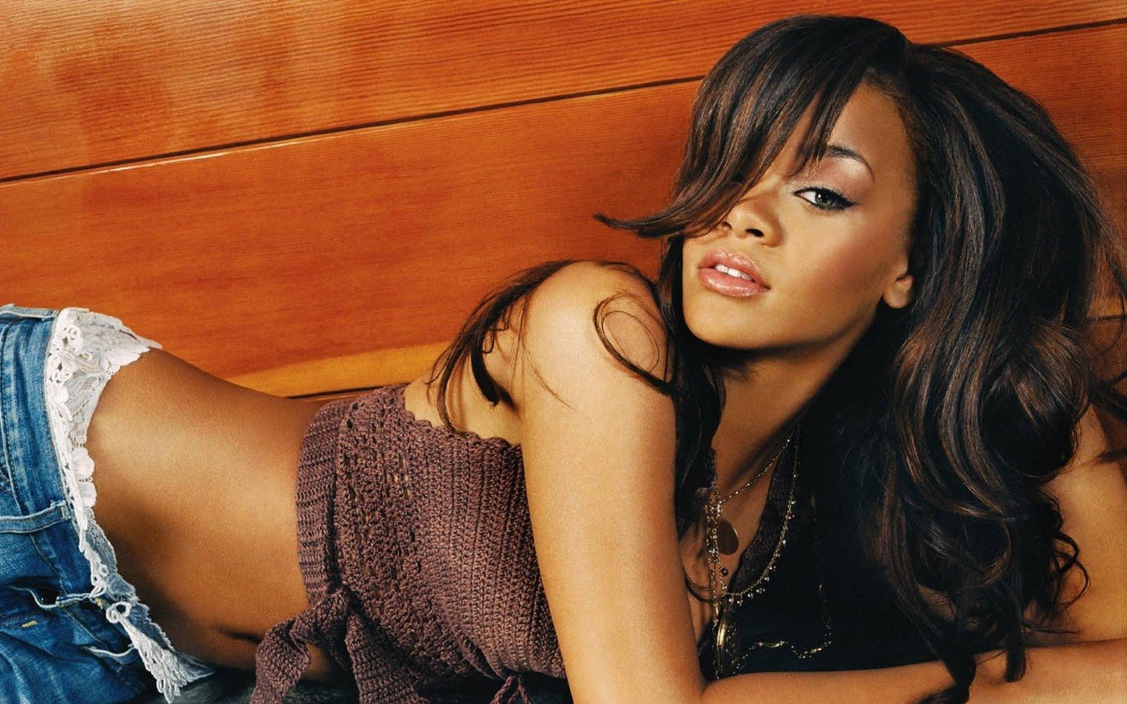 52 stocks at <b>Rihanna Wallpapers</b> group