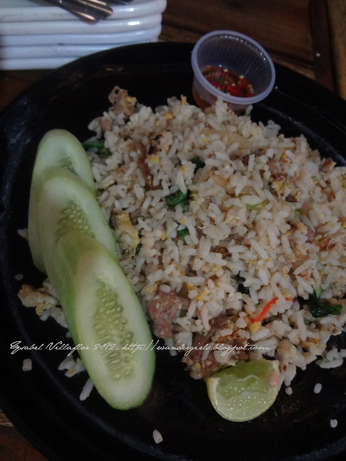travel the wander girls photo essay bangkok food  kao pad moo pork fried rice egg sweet thai basil cucumber and lime