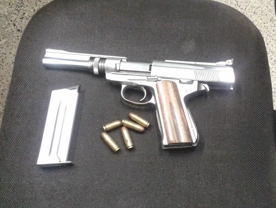 Informativo flagrante pistola calibre 45 americana for Uso e porte de arma