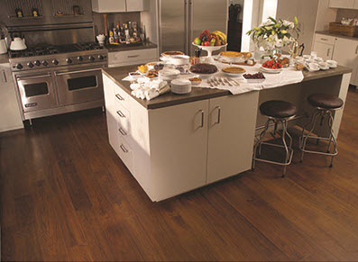 (c) Ernieu0027s In Ceresco   A Kitchen With Hardwood Flooring