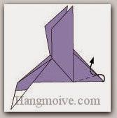 Bước 11: Gấp góc giấy vào trong giữa hai lớp giấy.