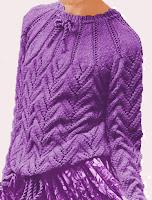 Gestrickter Pullover mit runder Passe