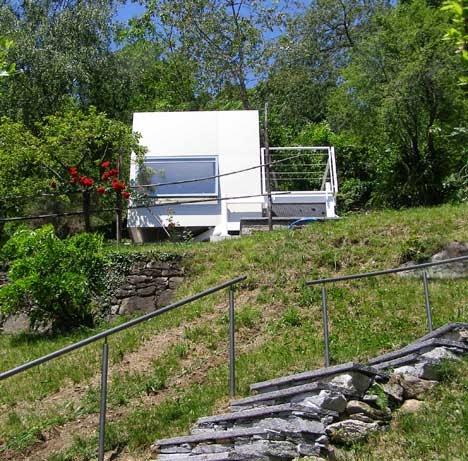 Richard Horden konzipiert leichtes Gästehaus für Urlaub im Garten