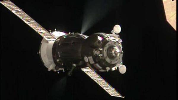 UFO terlihat memantau ISS