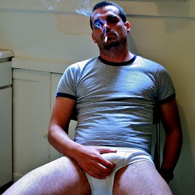 Grab Bulge http://hotmenintheirpants.blogspot.com/2013/02/bulge-grab_24.html