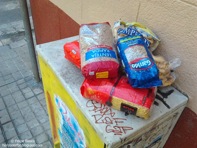 Foto de comida en la calle para las personas necesitadas