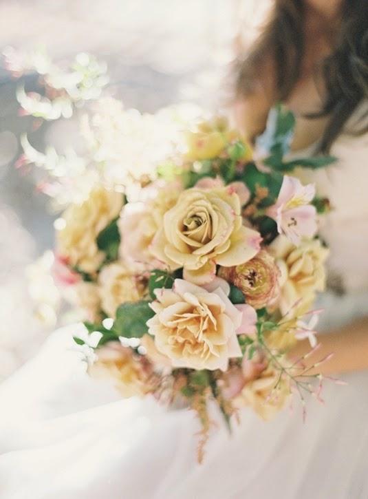 bukett gula rosor, bukett gula trädgårdsrosor, gula trädgårdsrosor, gul bukett, yellow bouquet, yellow roses, yellow garden roses, bouquet yellow garden roses